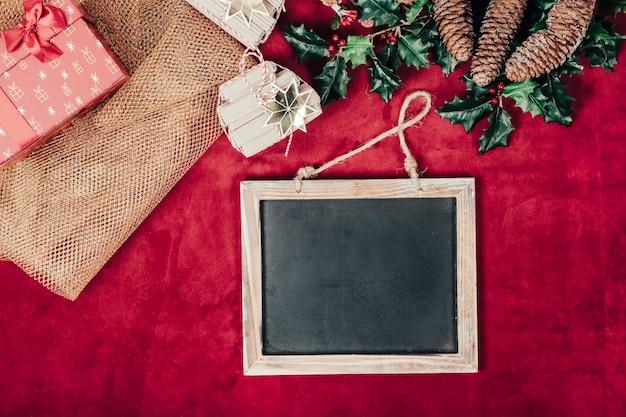 Рождественская концепция с шифера и текстиля