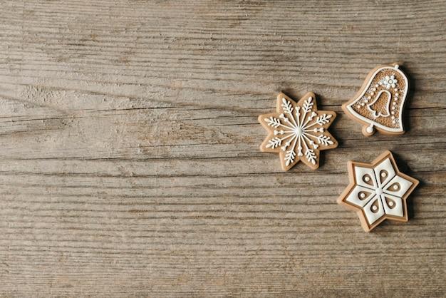 Ornamenti del biscotto di natale con lo spazio della copia
