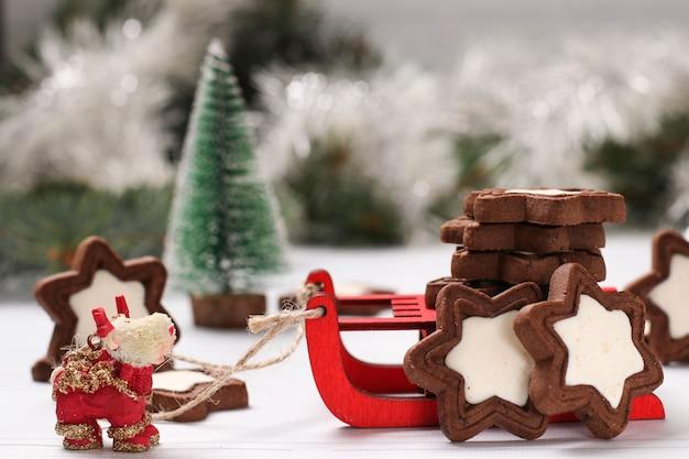 Рождественское печенье, праздничные новогодние угощения для детей