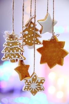 Рождественское печенье висит