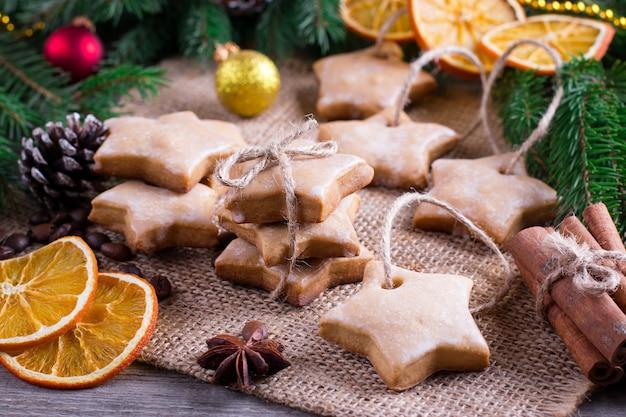 お祝いデコレーション付きクリスマスクッキー