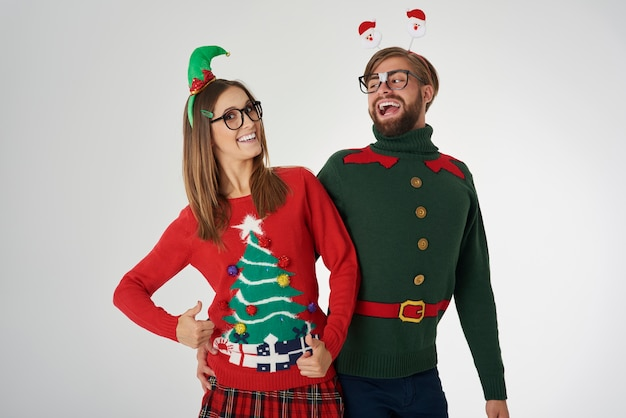 魔法の時間を祝うクリスマスカップル