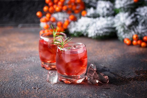 Рождественский клюквенный напиток с розмарином