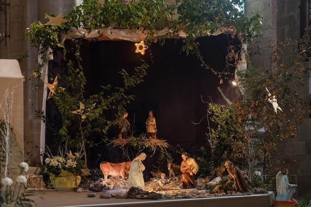 요셉 마리아와 작은 예수가 있는 크리스마스 크레치