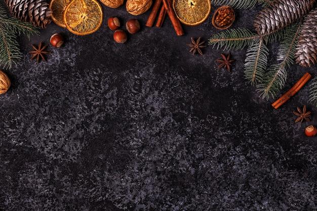 クリスマスの暗い石の背景