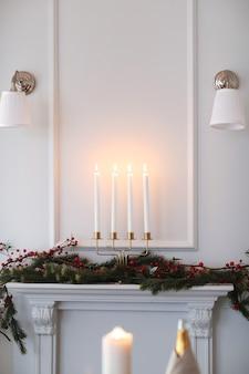 エレガントなリビングルームのクリスマス装飾