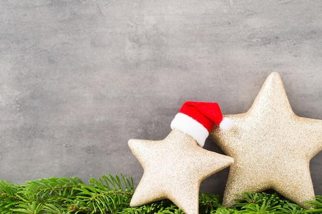 Рождественский декор с ангелочком. фон винтажей.