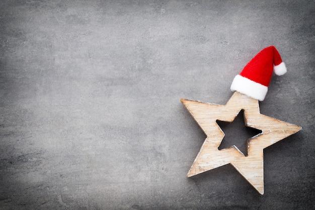 Рождественский декор с новогодней шапкой