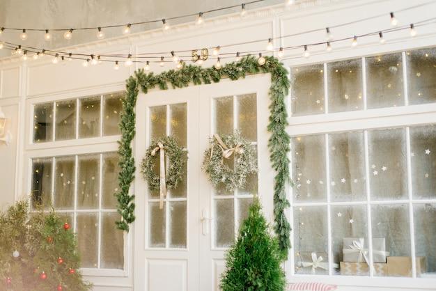 家のクリスマス装飾ファサード