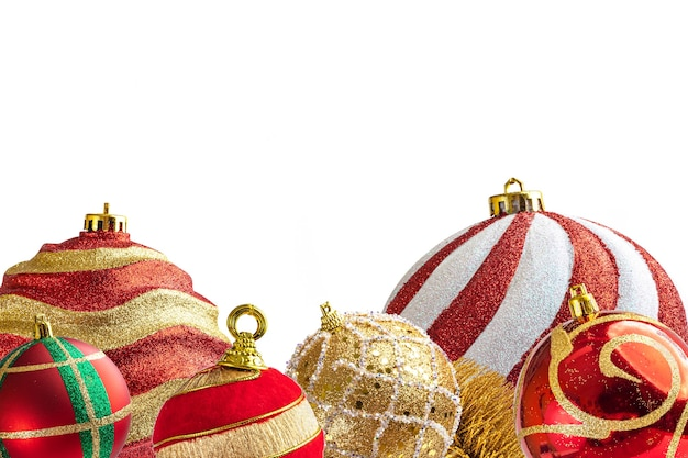 白い背景の上のクリスマスの装飾とつまらないもの。
