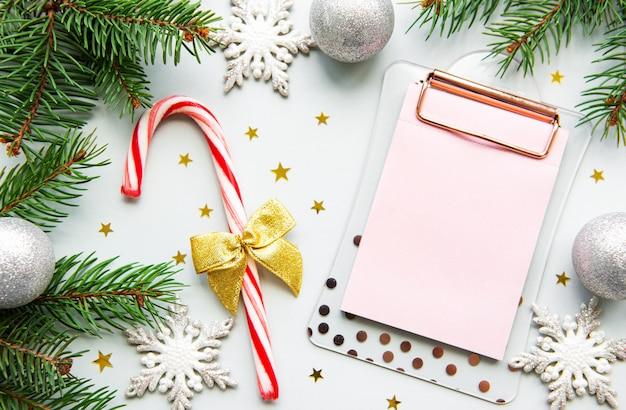 크리스마스 장식 및 클립 보드