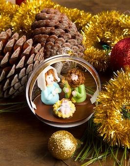 Новогоднее украшение и кроватка на деревянный стол