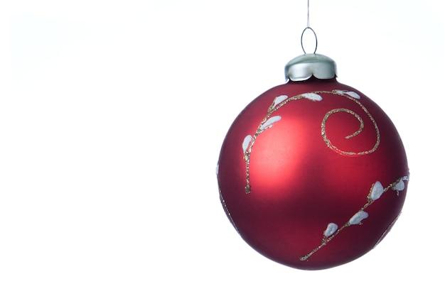白の上のクリスマスの装飾ボール