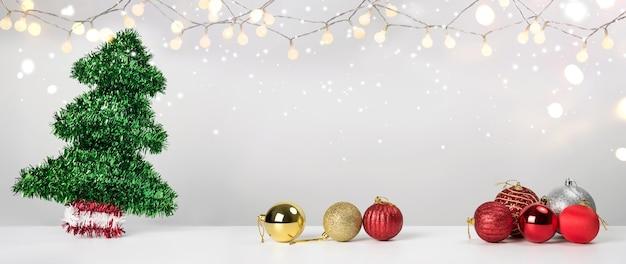 クリスマスの装飾ボール松と装飾品