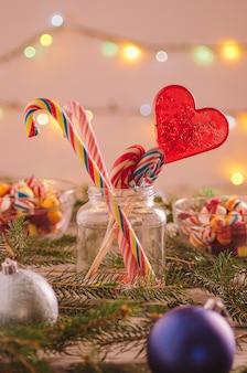 Decorazioni natalizie e caramelle
