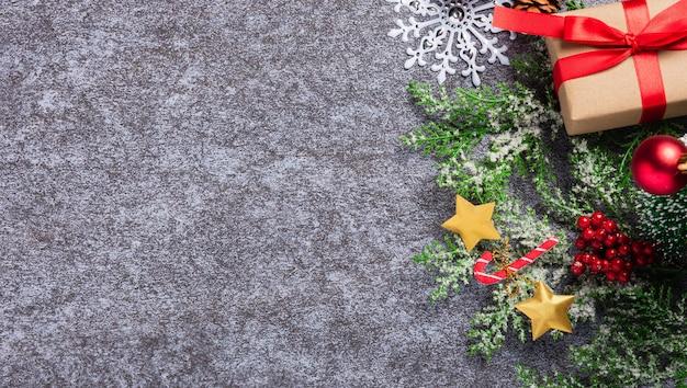 크리스마스 장식 휴일 상위 뷰 평면 테두리 녹색 전나무 나뭇 가지의 누워
