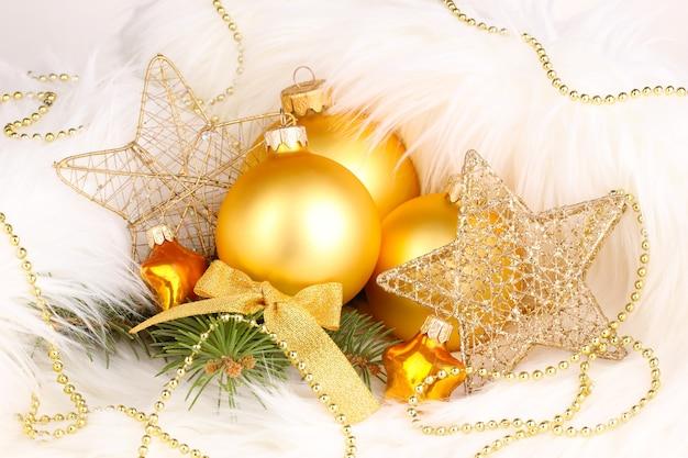 흰색 모피의 크리스마스 장식