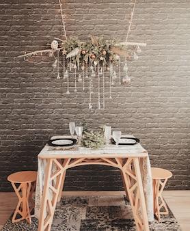 Новогоднее украшение гостиной-новогоднего стола со столовыми приборами. подготовка к празднику