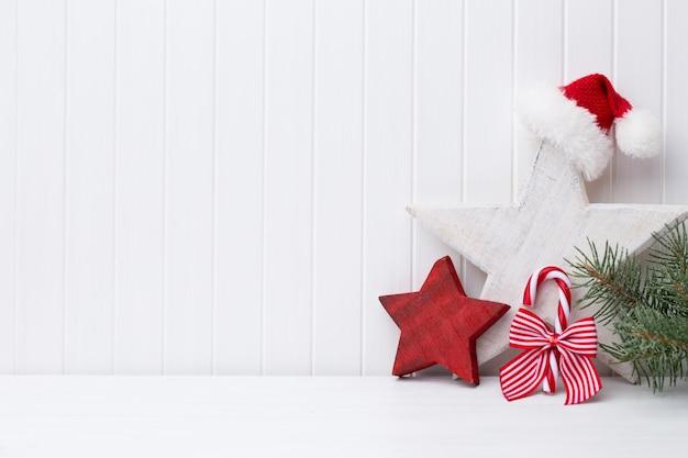 Новогоднее украшение на ярком фоне