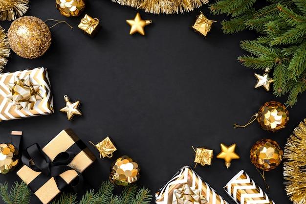 暗い背景上のクリスマスの装飾