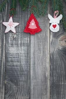 Новогоднее украшение на деревянных досках