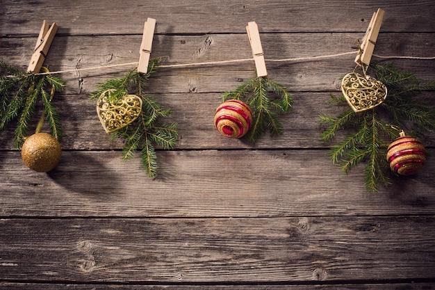 Рождественские украшения на деревянных фоне