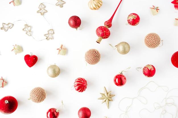 크리스마스 유리 공, 반짝이, 활 크리스마스 장식 패턴. 크리스마스 바탕 화면.