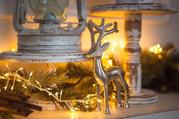 Новогоднее украшение серебряная фигурка оленя с ветвистыми рогами