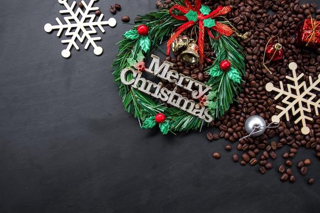 Новогоднее украшение с кофейными зернами