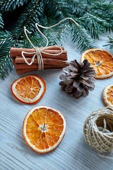 ドライオレンジの新年気分のクリスマスデコレーション