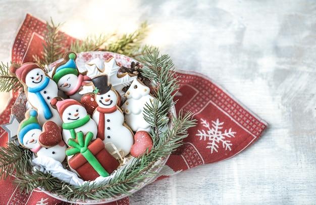 Новогоднее украшение с праздничным печеньем