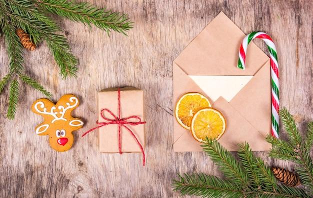 モミの木、ジンジャーブレッド、ギフト、封筒のクリスマスデコレーション