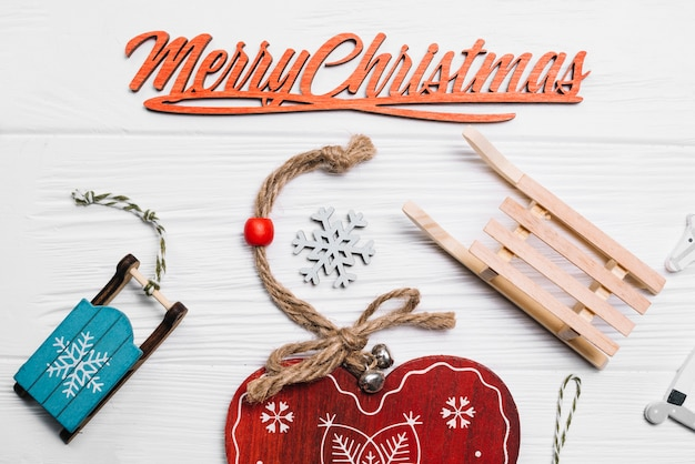 心と飾りを持つクリスマスデコレーション