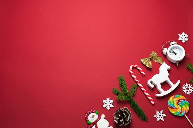 Рождественские украшения и конфеты