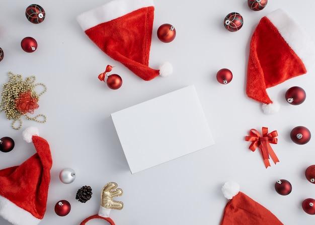 Рождественские украшения фона на белом