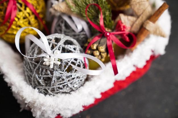 크리스마스 장식, 검은 색 표면에 크리스마스 장난감