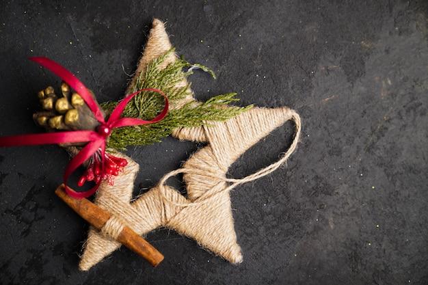 크리스마스 장식, 검은 조직 상 배경에 크리스마스 장난감
