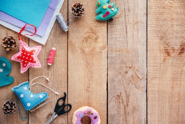 펠트 크리스마스로 만든 크리스마스 장식과 어린이를 위한 새해 공예 아이디어