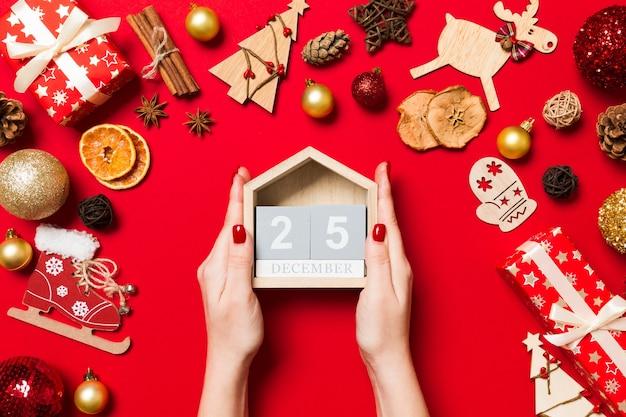 Рождественские украшения на красочные