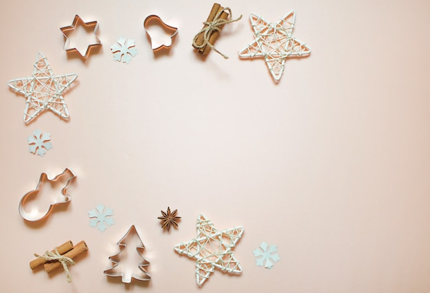 Christmas decorations: stars, toys, snowflakes. new year's forms for cookies: christmas tree, snowman, bell. flat lay.