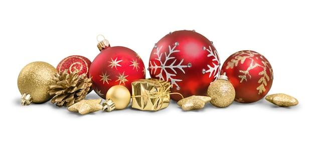 Рождественские украшения с шарами, изолированные на белом фоне