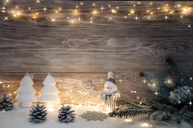 ライトガーランドとスプルースのクリスマスデコレーション