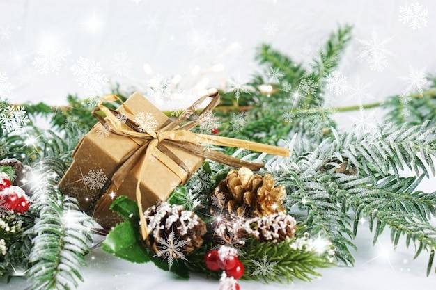 クリスマスの装飾と雪片のオーバーレイ