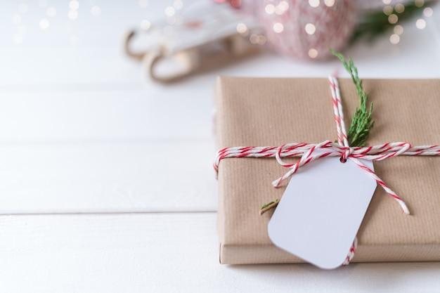 Рождественский эко-подарок с пустой биркой