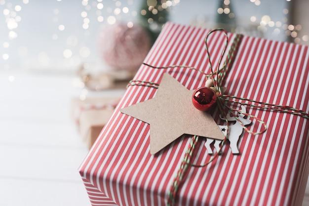 빈 태그와 함께 크리스마스 에코 선물