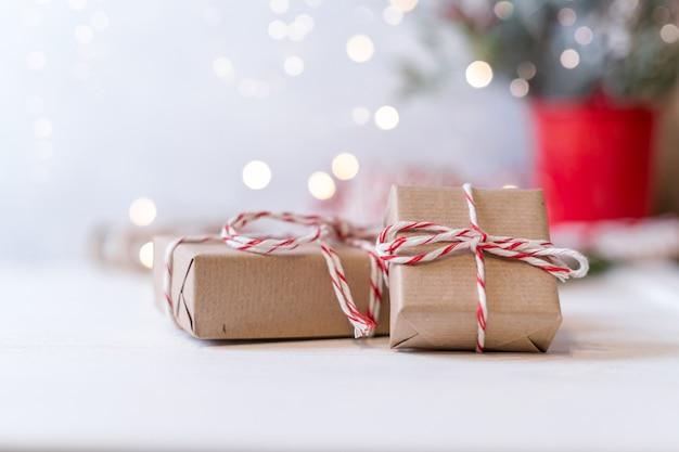 Рождественский эко-подарок со светящимся снежным боке