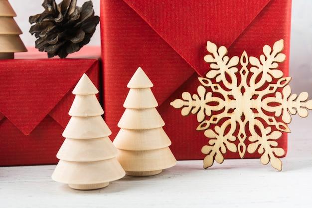 크리스마스 에코 나무 장식 나무와 눈송이 선물 배경