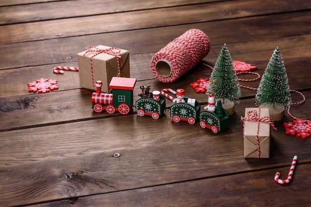 새해 나무 장식을위한 장식의 크리스마스 요소