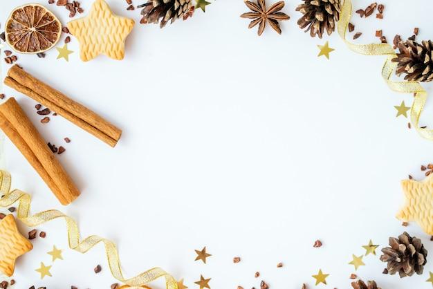 白い背景の上のクリスマスの要素