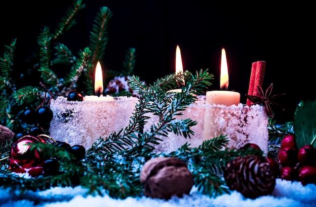 Новогодняя сказка фон со свечами мягкий фокус